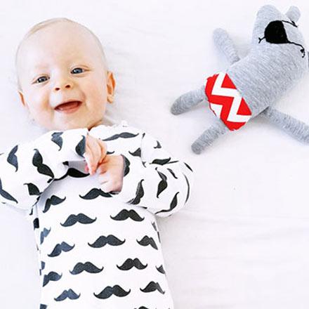 bébé et son doudou